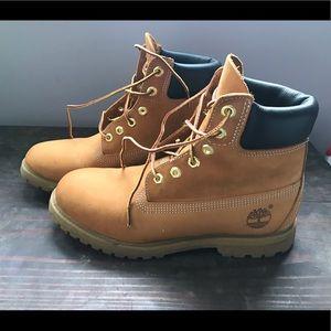 Women's size 9 timberland boots